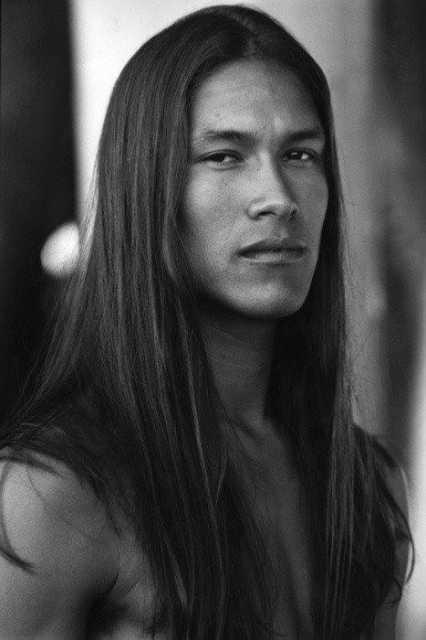 Длинные волосы. Эта информация о волосах была скрыта от общественности со времен Вьетнамской войны IndianLongHair